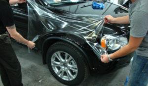 фото процесс оклейки авто защитной пленкой